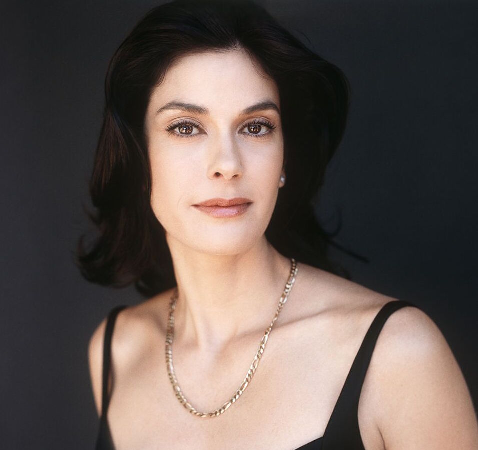 Reinsdorf-Celebrity_Teri_Hatcher-001_previewcopy