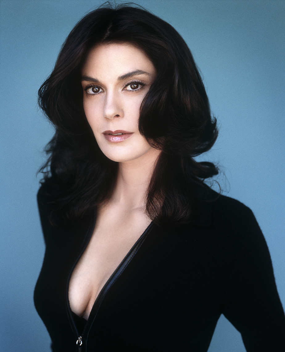 Reinsdorf-Celebrity_Teri_Hatcher-002